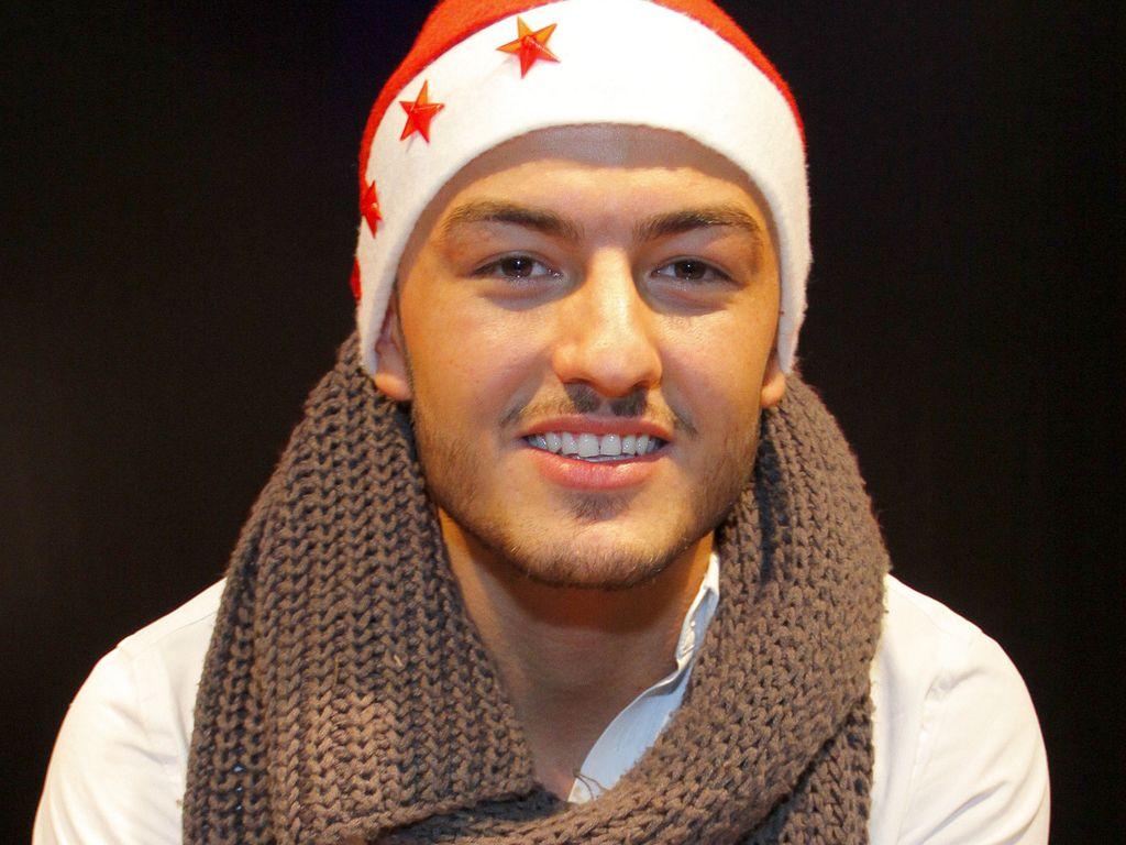 Ardian Bujupi mit Weihnachtsmütze