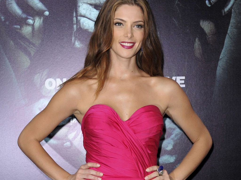 Ashley Greene im pinken Dress