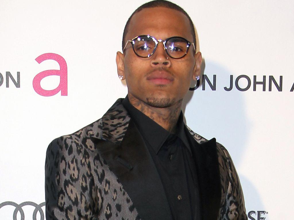 Chris Brown mit Brille