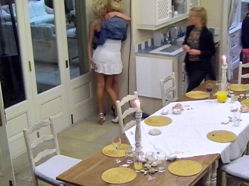 Der Bachelor: Nina küsst Melanie