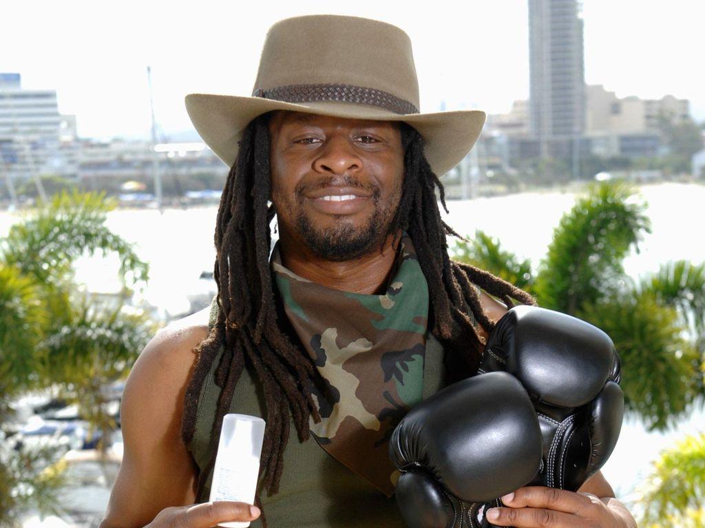 Dschungelcamp 2014: Mola Adebisi mit seinem Luxusartikel