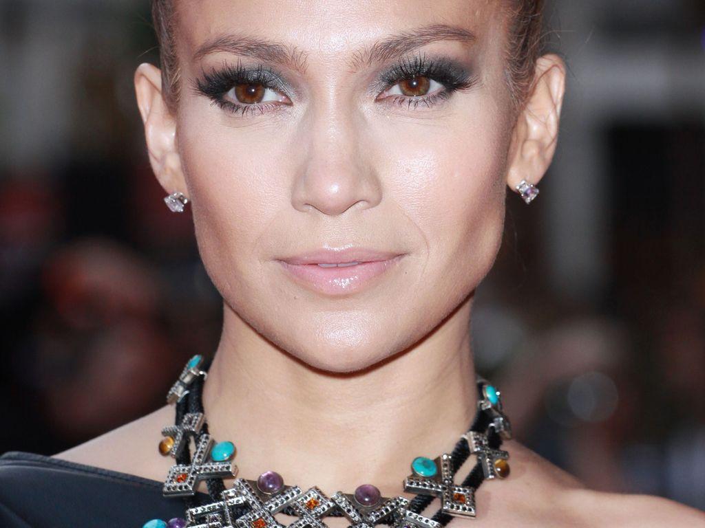 Jennifer Lopez mit riesigen Dutt