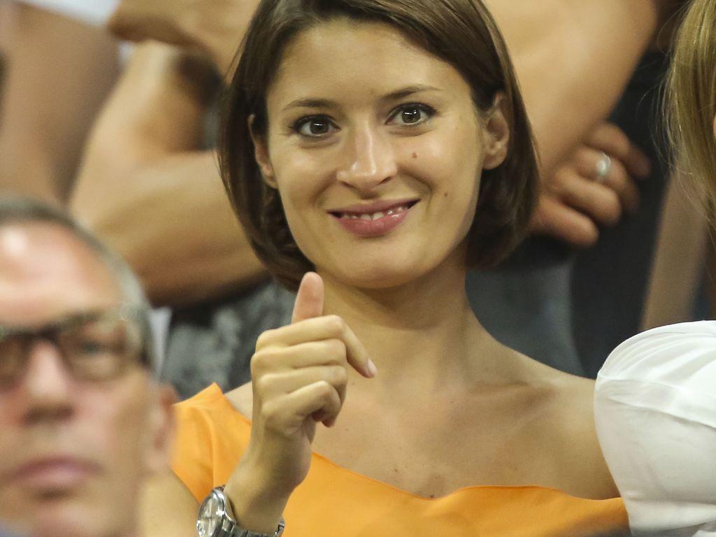 Kathrin Gilch feuert im Stadion Freund Manuel Neuer an