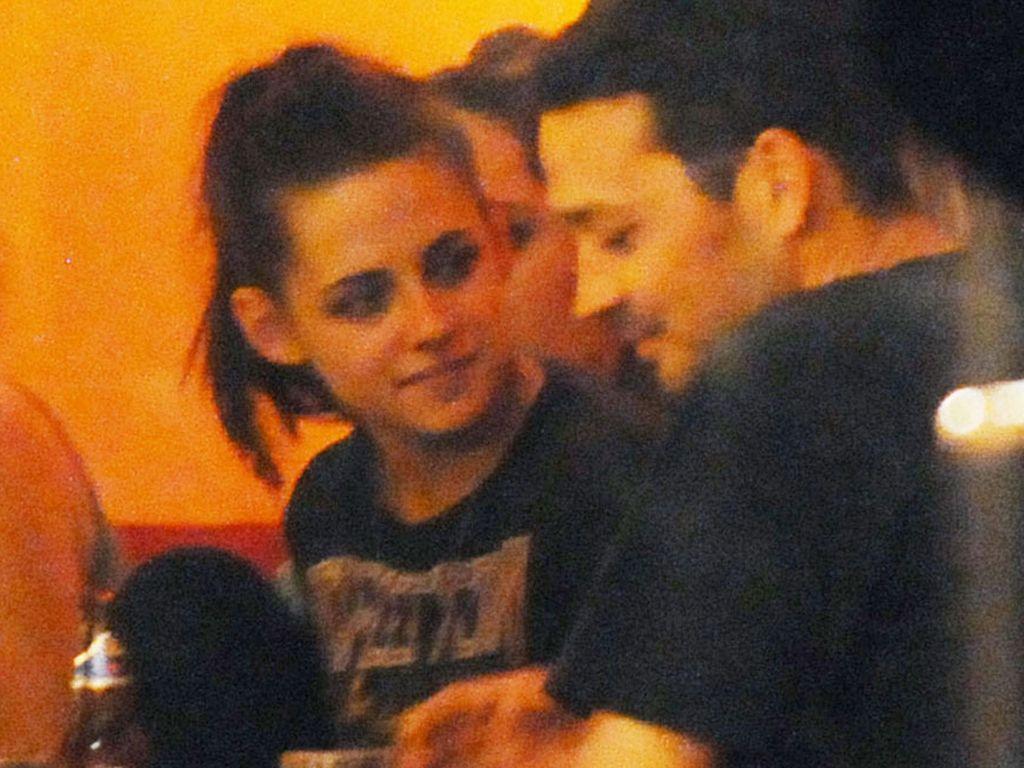 Kristen und Rupert im Restaurant