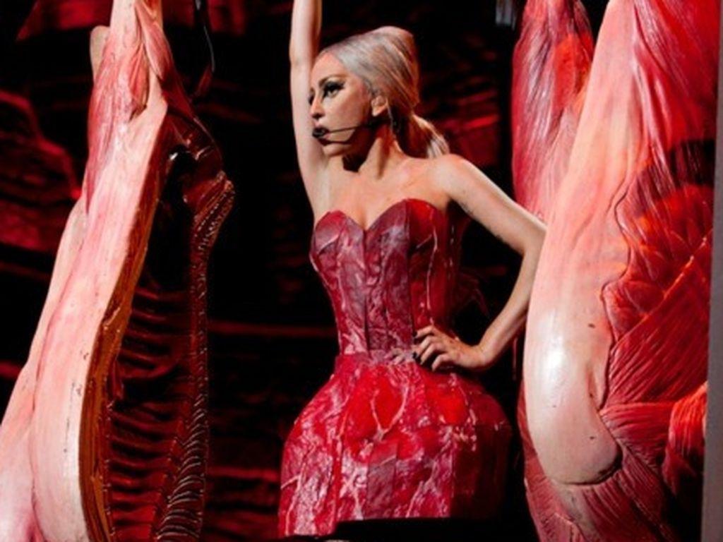 Lady GaGa und viel Fleisch