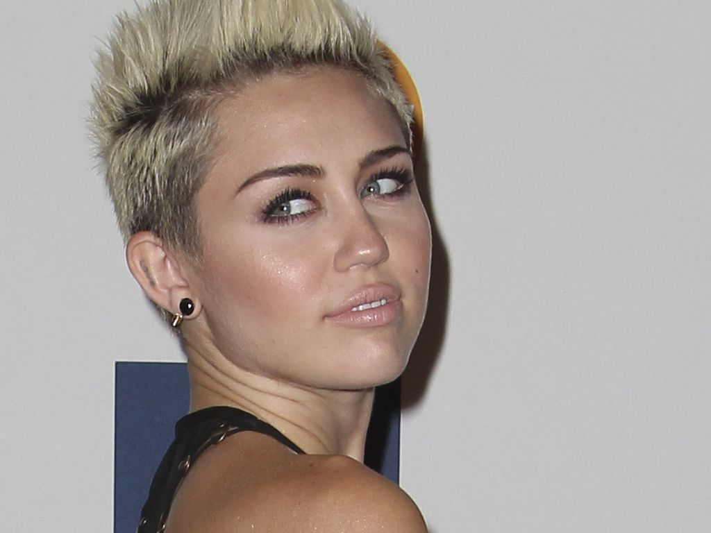 Miley Cyrus mit Side-Boob