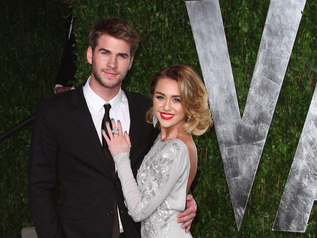 Miley Cyrus und Liam Hemsworth verliebt