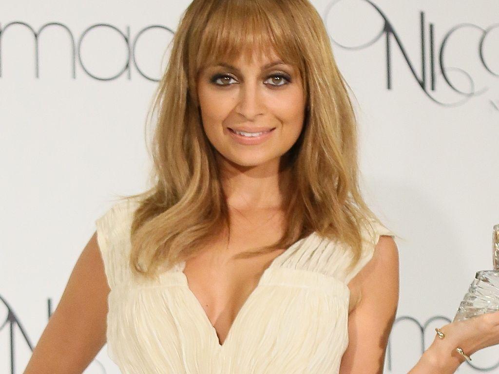 Nicole Richie mit weitem Ausschnitt