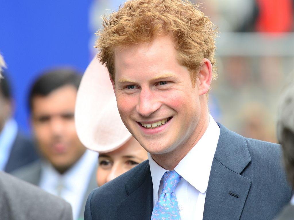 Prinz Harry lacht