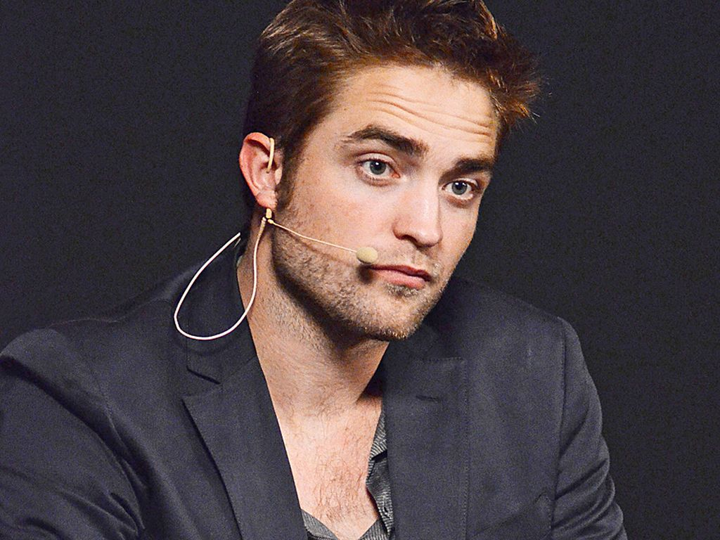 Robert Pattinson mit Headset