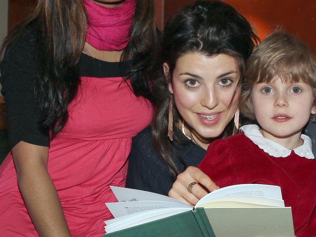 Sarah Mühlhause und Kinder mit Buch