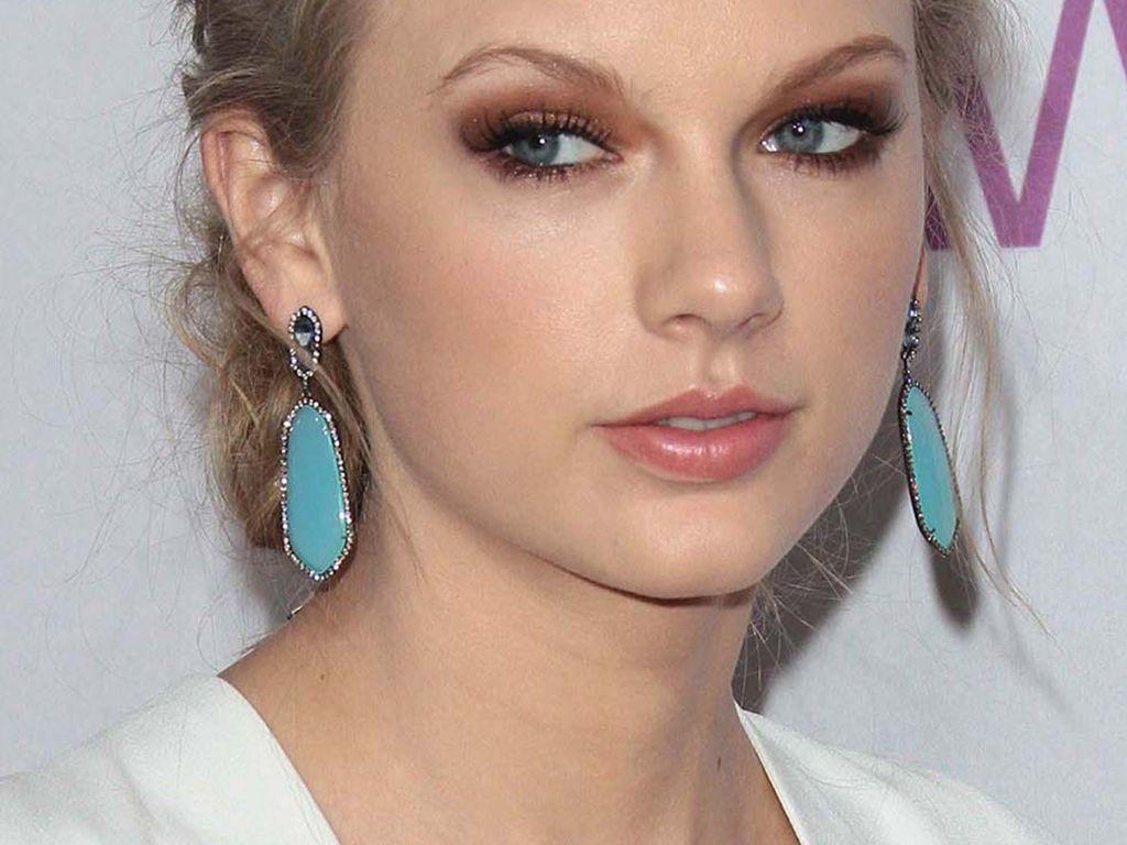 Taylor Swift guckt komisch