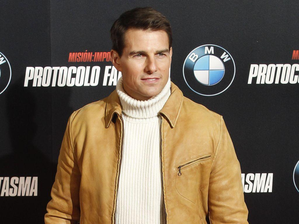 Tom Cuise in beiger Lederjacke