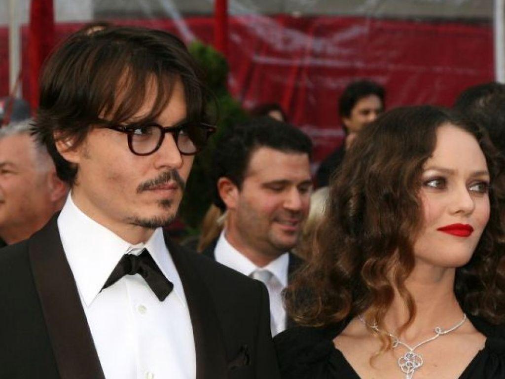 Vanessa Paradis und Johnny Depp in Abendkleidung