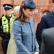 Laut Kleiderordnung müssen die Röcke von Kate und Co. mindestens bis kurz über die Knie reichen