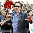 Nicolas Cage spielt den Polizisten, der sie findet und ihr hilft, den Killer zur Strecke zu bringen