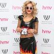 Rita Ora zeigte sich jetzt im Flammen-Zweiteiler