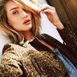 Rosie Huntington-Whiteley scherzt, dass sie am liebsten Selfies von unten schieße