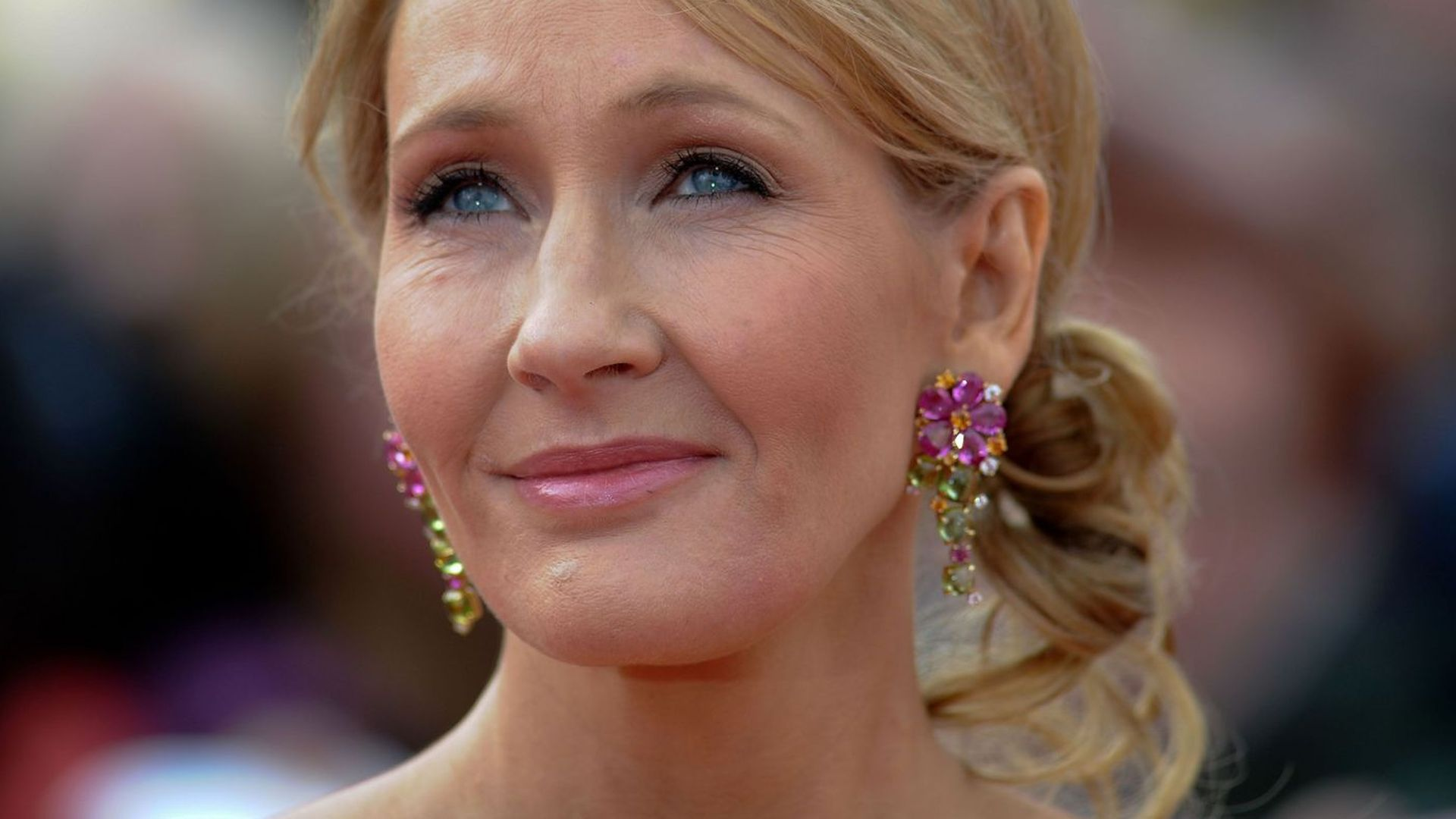 paralinguistic features of j k rowling Jk rowling harry potter  jk rowling publishes revealing new story about harry potter foe by claire fallon  features, interviews and q&as.