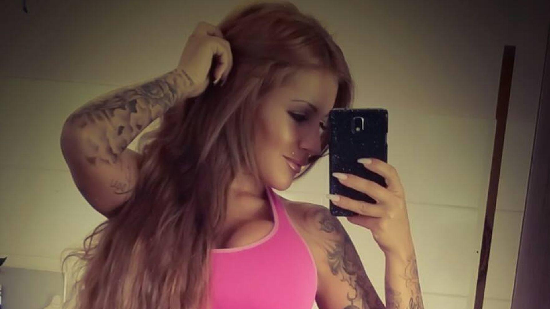 bunter body jj sexy erkl rt ihr neuestes tattoo. Black Bedroom Furniture Sets. Home Design Ideas
