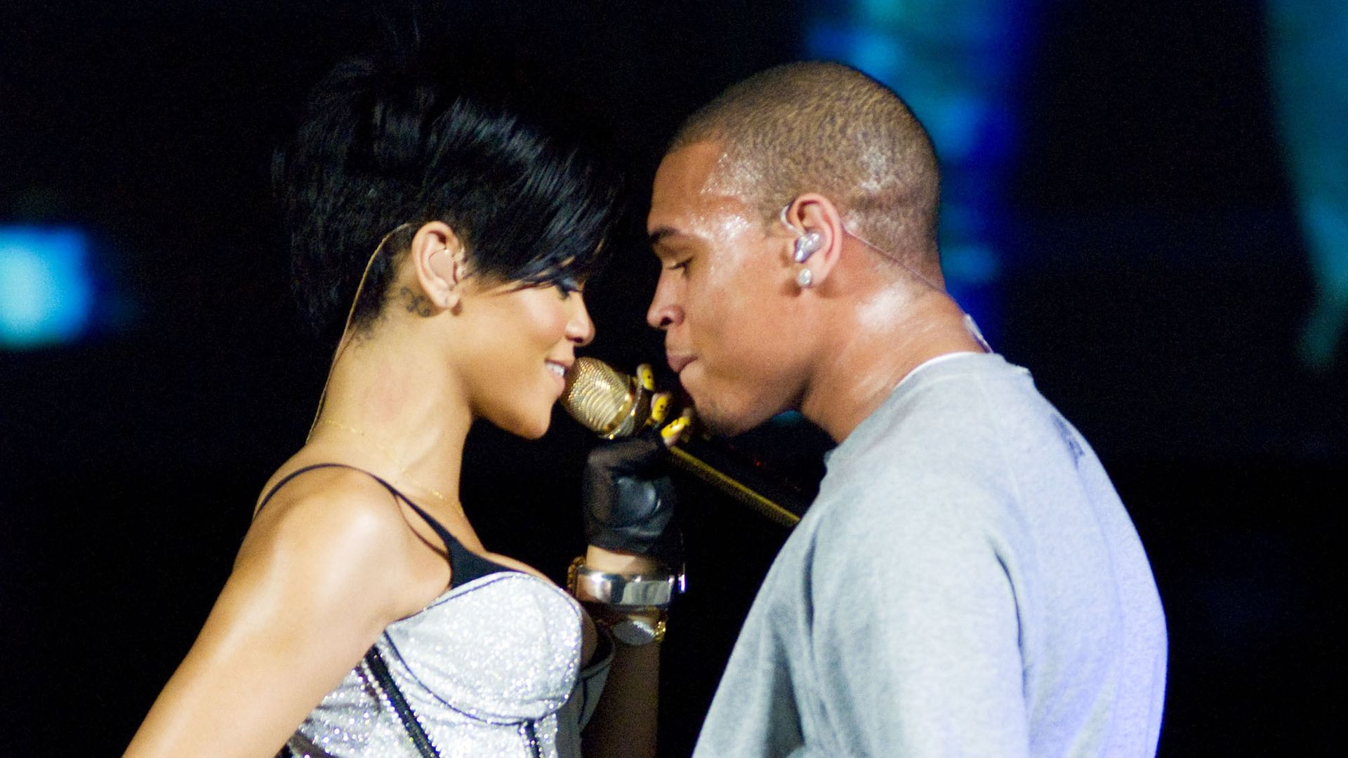 Chris Brown: singer reveals truth about night he assaulted Rihanna Pictures of rhianna beat up by chris brown