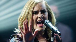 Adele performt