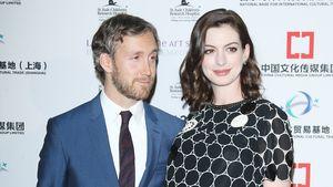Anne Hathaway und Adam Shulmann