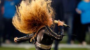 Beyoncé lässt am Super Bowl ihre Haare fliegen
