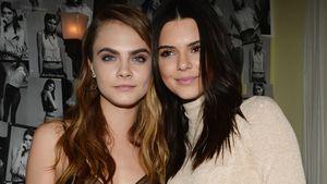 Cara Delevingne in Schwarz und Kendall Jenner in Beige