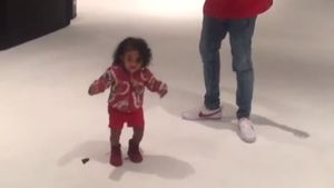 Chris Brown und Royalty tanzen