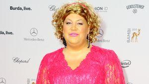 Cindy aus Marzahn in einem rosa Abendkleid