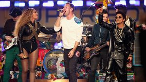 Coldplay performen mit Beyoncé und Bruno Mars