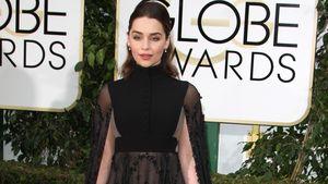 Emilia Clarke in einem seltsamen, schwarzen Kleid