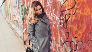 Helen Weersmann an der Berliner Mauer