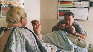 Ireland Baldwin mit Papa Alec in der Klinik