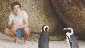 Jascha Rust mit zwei Pinguinen