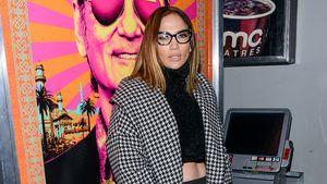 Jennifer Lopez mit Oversize Mantel und Brille