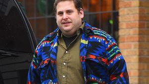 Jonah Hill in buntem Hemd
