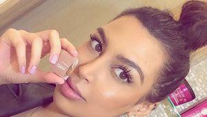 Kim Kardashian Double - Soniaxfyza Hand am Mund