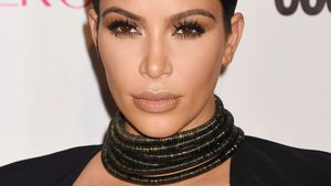 Kim Kardashian guckt neutral