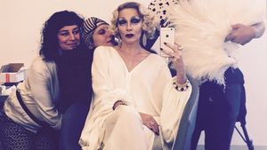 Kylie Minogue als Marlene Dietrich geschminkt