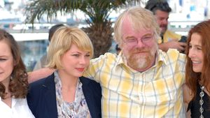 "Michelle Williams, Samantha Morton, Catherine Keener PH und Philip Seymour Hoffman bei Filmpremiere zu ""Synecdoche"""