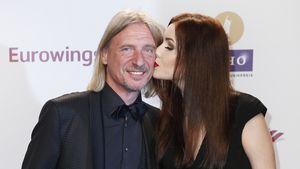 Nathalie Volk küsst Frank Otto auf die Wange
