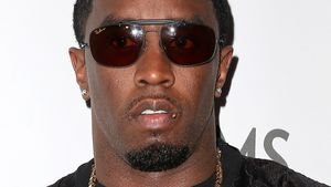 P. Diddy mit Printshirt und Goldkette