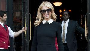 Paris Hilton mit schwarzem Kleid