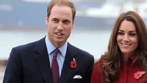 Prinz William und Kate in rotem Mantel