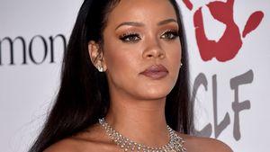 Rihanna guckt starr