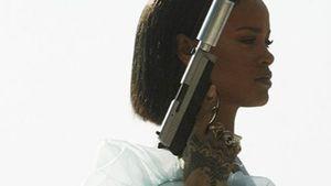 Rihanna mit einer Waffe
