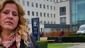 Silvia Wollny vor Krankenhaus