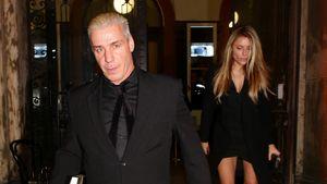 Till Lindemann läuft vor Sophia aus einem Restaurant